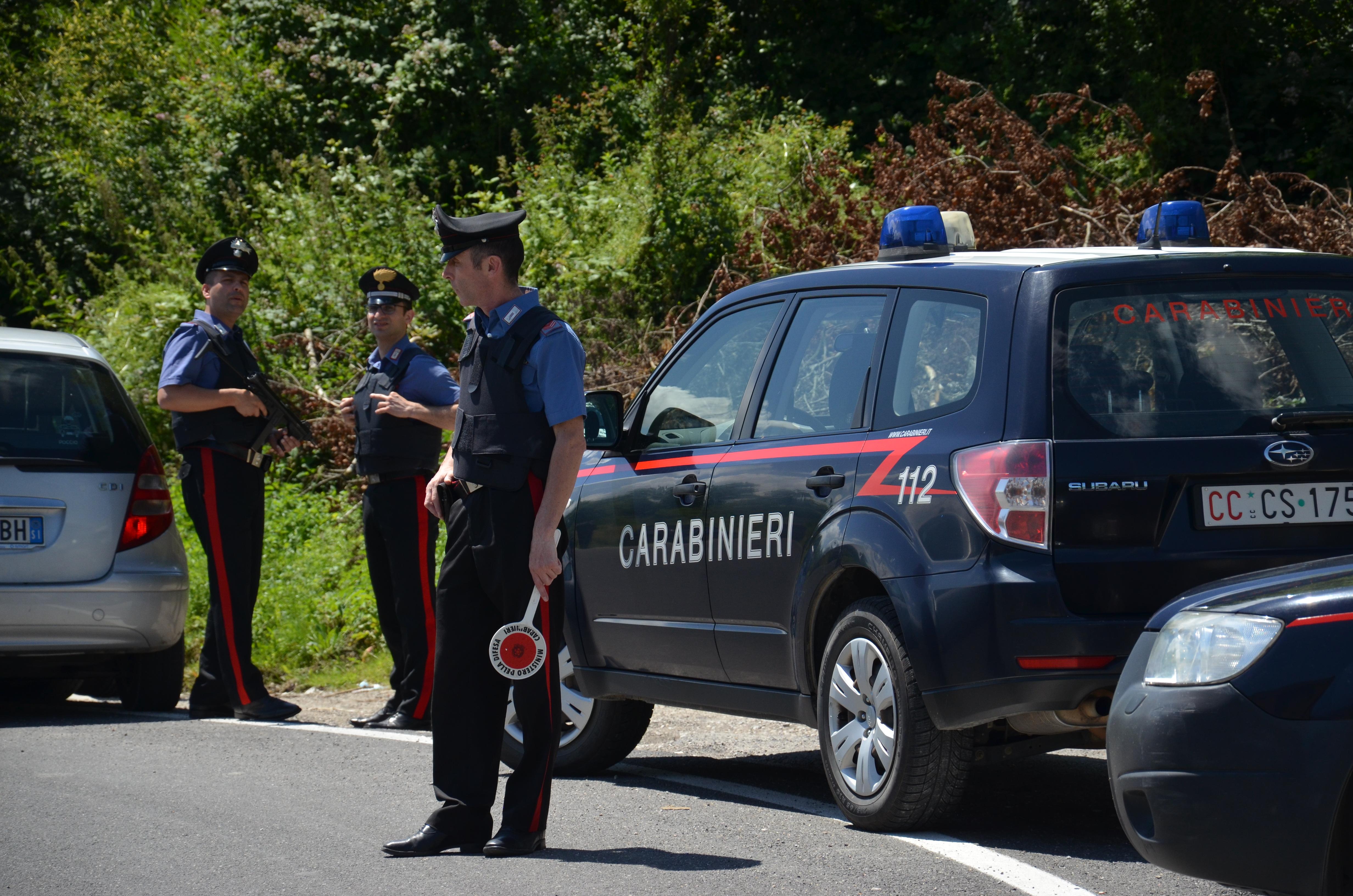 Castellina in Chianti: ruba un furgone, fugge nel bosco e lo lascia in mezzo di strada