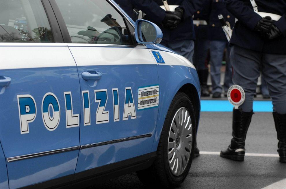 Fidanzati litigano in tangenziale: automobilista avverte la polizia