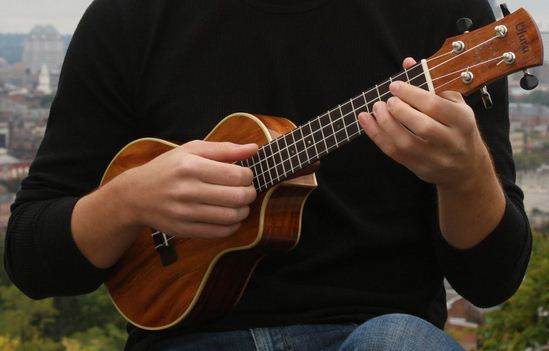 Fidanzati benestanti ladri per noia,  rubano strumento musicale