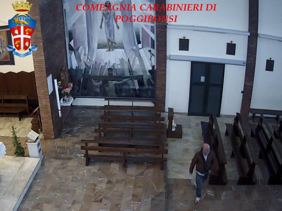 Ruba in chiesa le offerte dei fedeli-LE FOTO