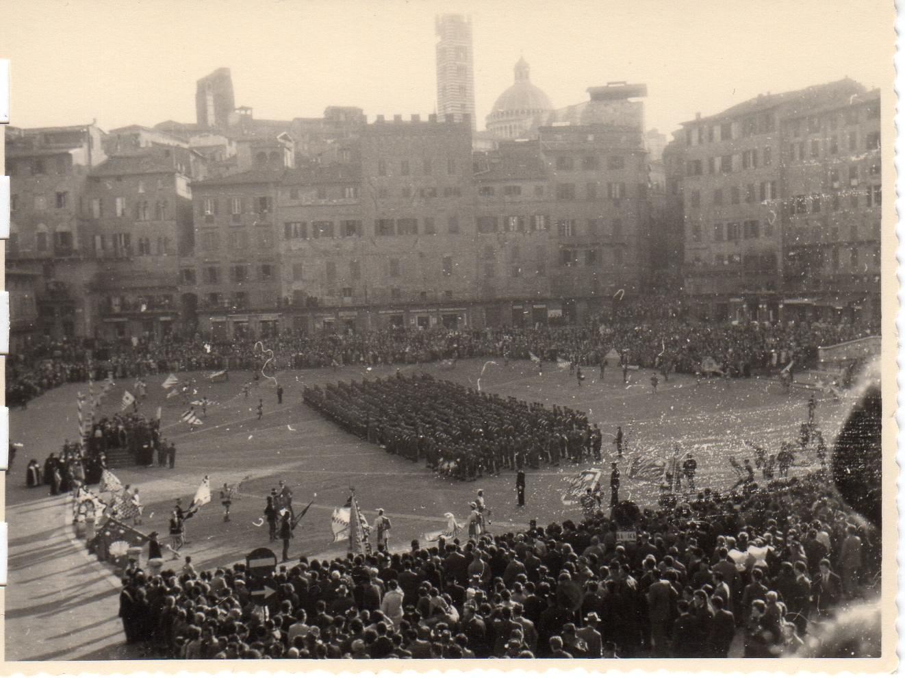 Santa Caterina senza militari e lontano dalla Piazza – LE FOTO