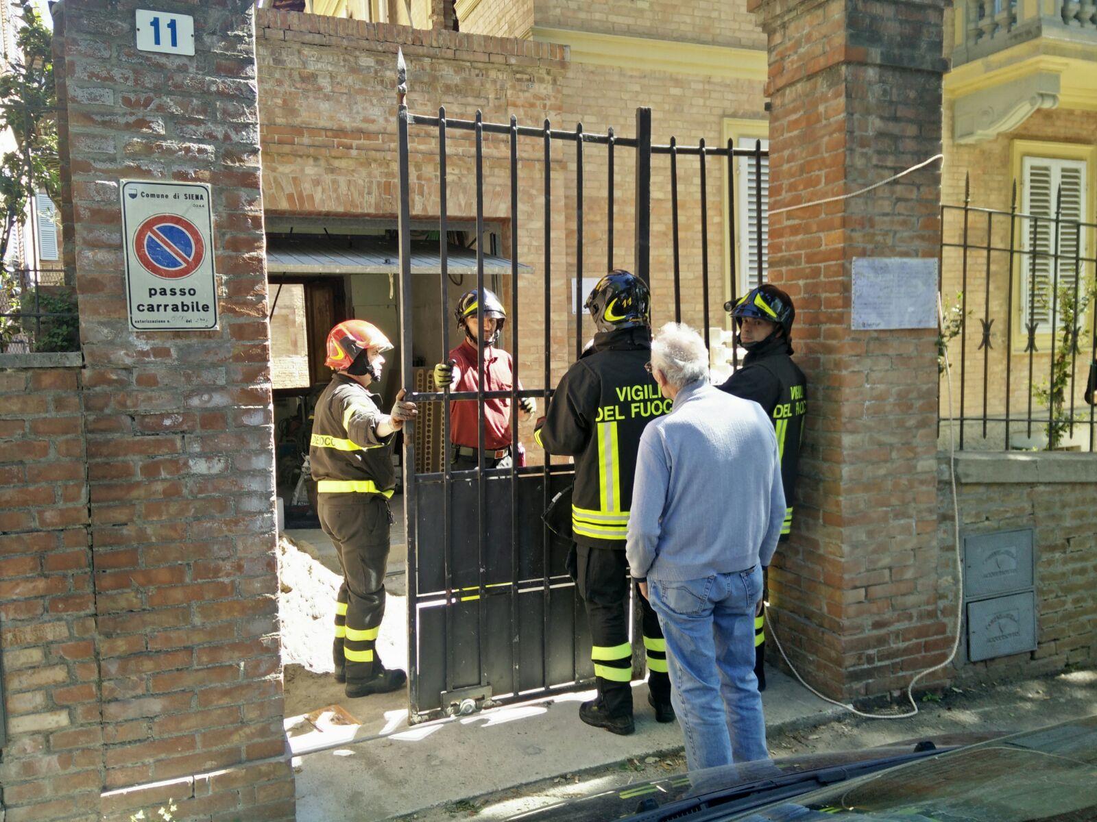 Travolto dal cancello nella villetta a San Prospero