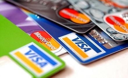Ex segretaria usa la carta di credito del docente universitario per acquisti on line