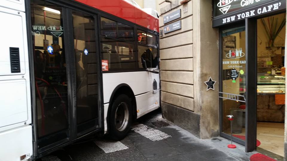 Autobus Train incidente via Camollia