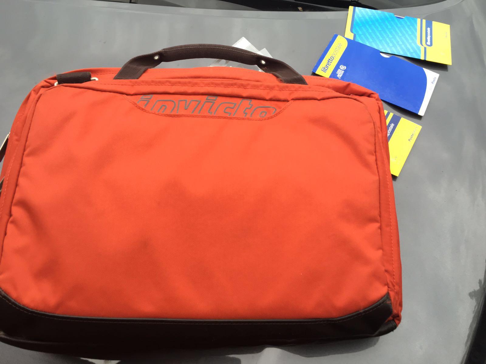 Le rubano la borsa fuori dall'ospedale: ritrovata dalla polizia