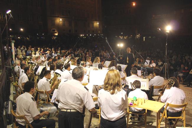 Al Teatro dei Rozzi il concerto della Banda Città del Palio