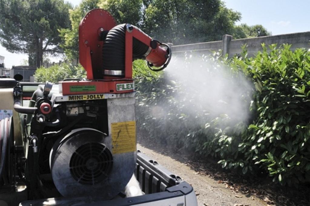 Guerra alle zanzare: una notte di disinfestazione