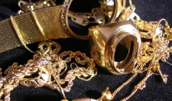 Rivendono gioielli rubati ad anziana in casa di riposo: denunciati tre giovani valdelsani