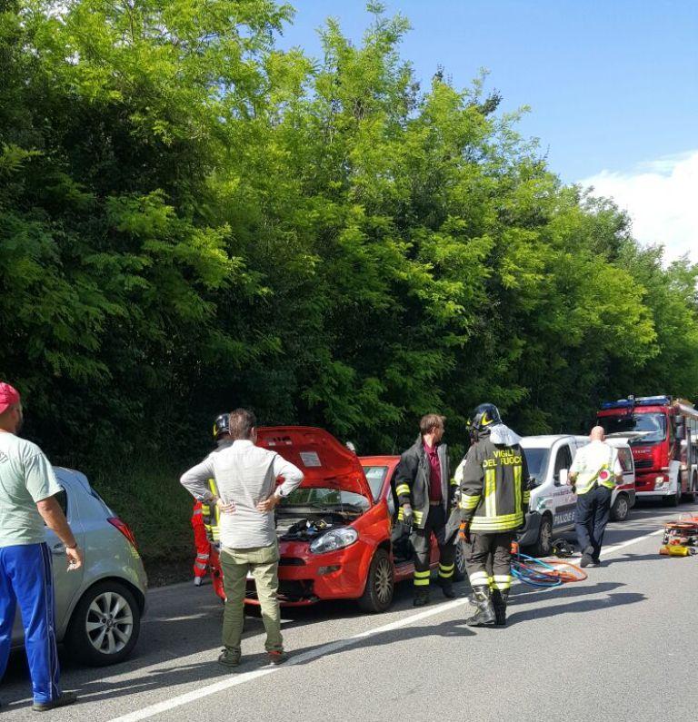 Maxi tamponamento a Costafabbri, quattro auto coinvolte