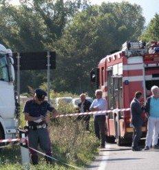 Incidente mortale: autotreno contro scooter, muore una donna