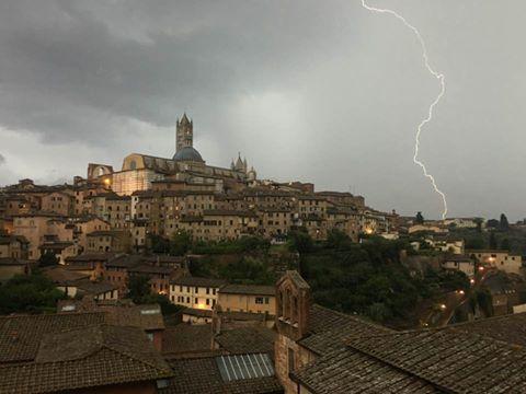 Pioggia e temporali: codice giallo per i pomeriggi di oggi e venerdì