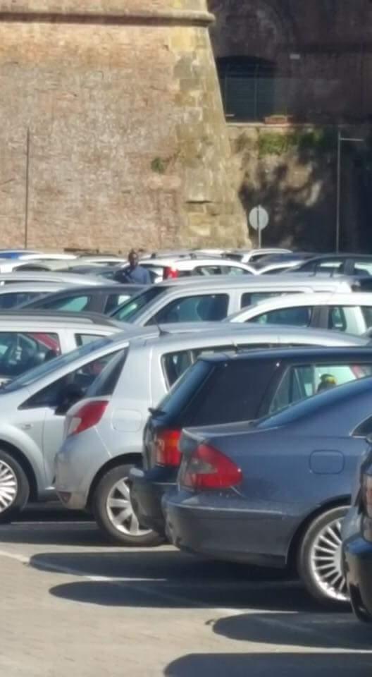 Blitz contro i parcheggiatori abusivi