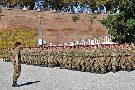 Le famiglie del 186° Reggimento Folgore e l'ANPDI donano 1600 mascherine al policlinico le Scotte