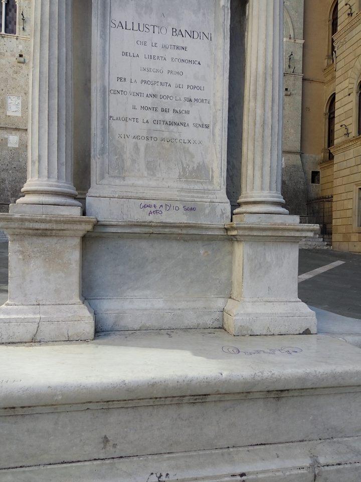 Scritta indelebile sulla statua di Sallustio