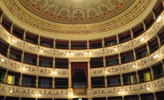 al-teatro-dei-rinnovati-la-festa-per-le-nozze-d-oro-delle-coppie-senesi