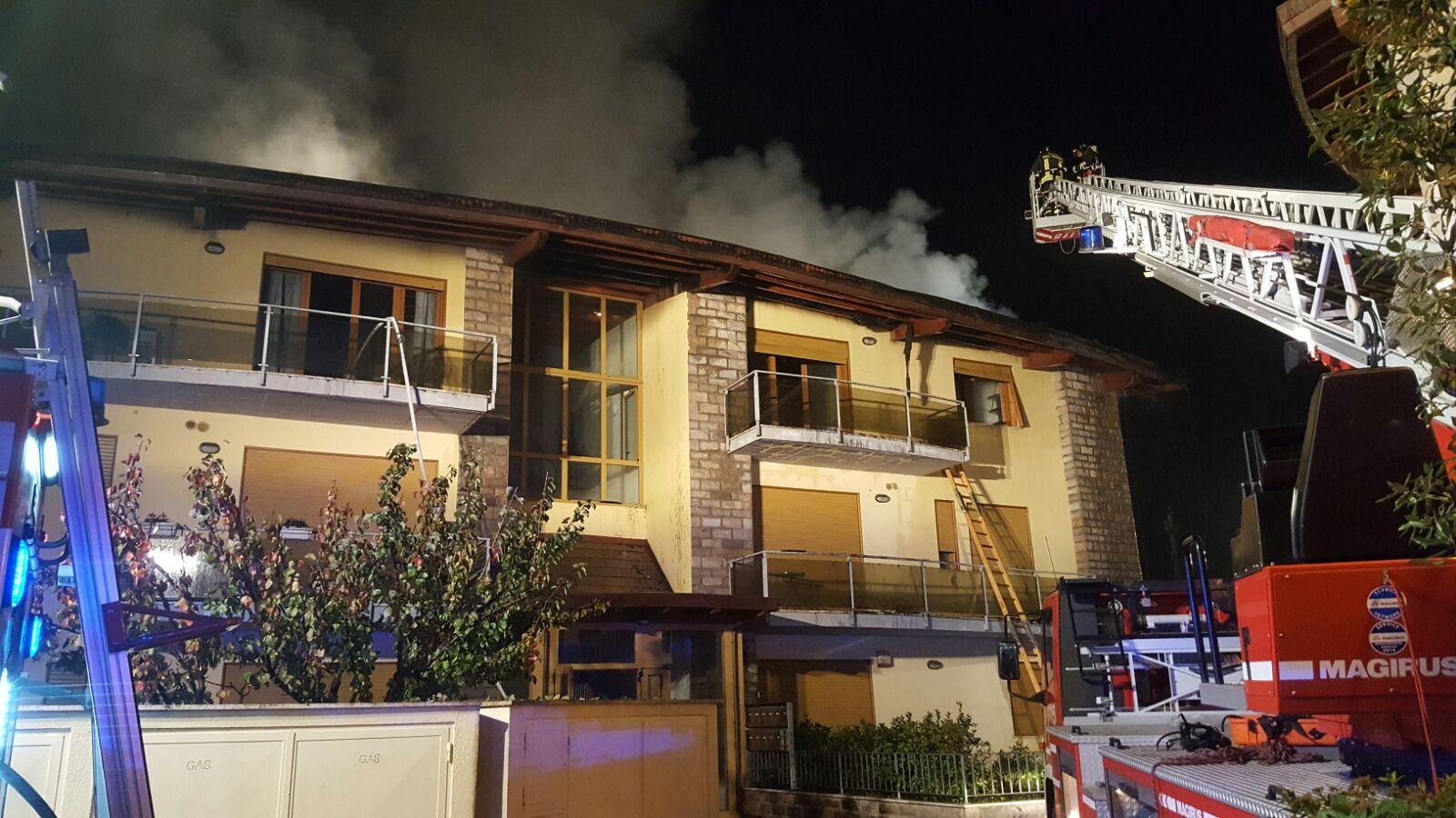Incendio a Rosia, dodici famiglie non posso rientrare in casa