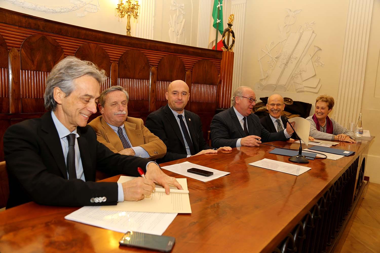 Accordo Regione, AOU senese e Università: approvati progetti su assistenza, ricerca e formazione
