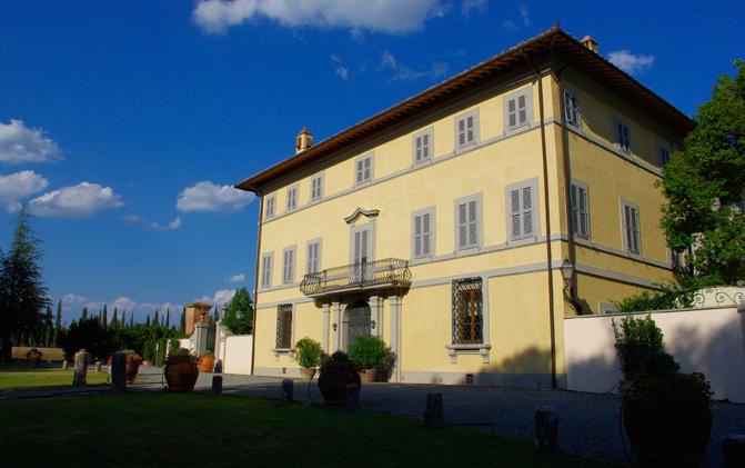 Tentano di rubare a Villa Arceno: presi quattro italiani
