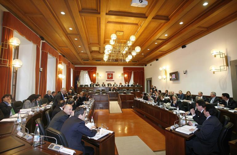 Consiglio regionale: dotazione organica dei gruppi e rimborso spese, leggi approvate all'unanimità