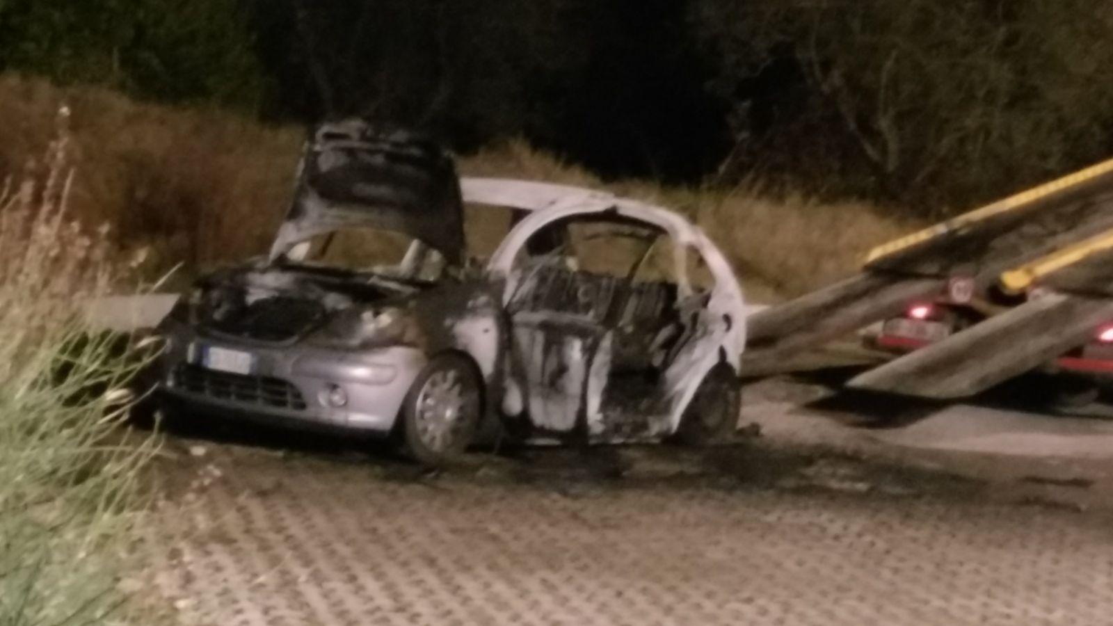 Uomo carbonizzato all'interno di un'auto a San Miniato