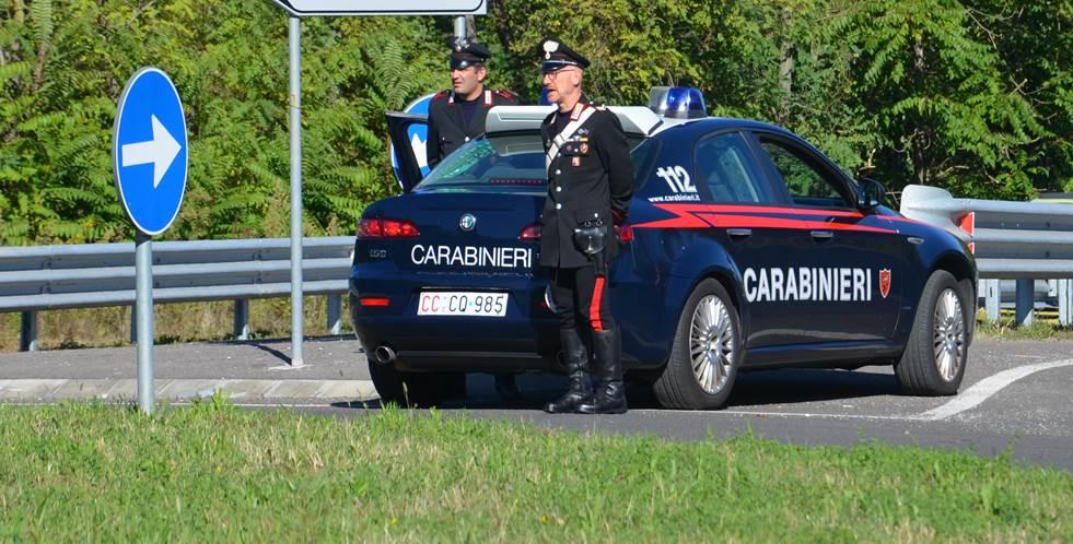 Fermata auto con a bordo due clandestini, armi ed oggetti da scasso