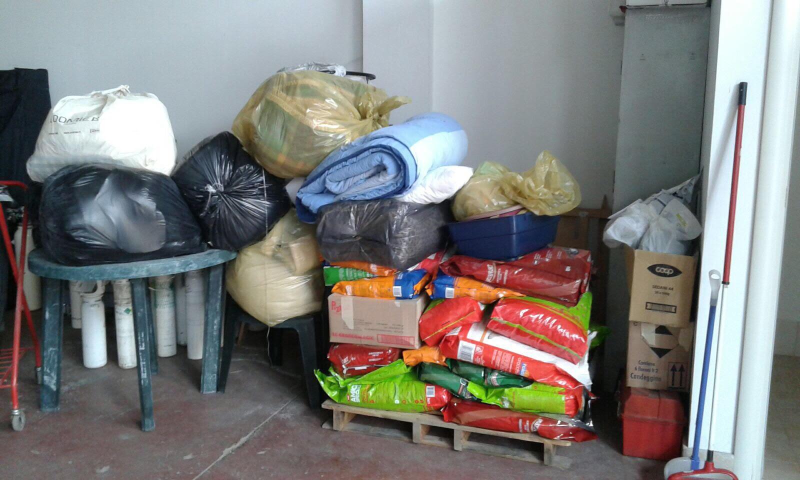 Raccolta di cibo e coperte per gli animali delle zone terremotate
