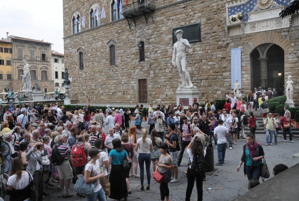 Agenzia di viaggi costretta a pagare due volte la tassa per la burocrazia fiorentina