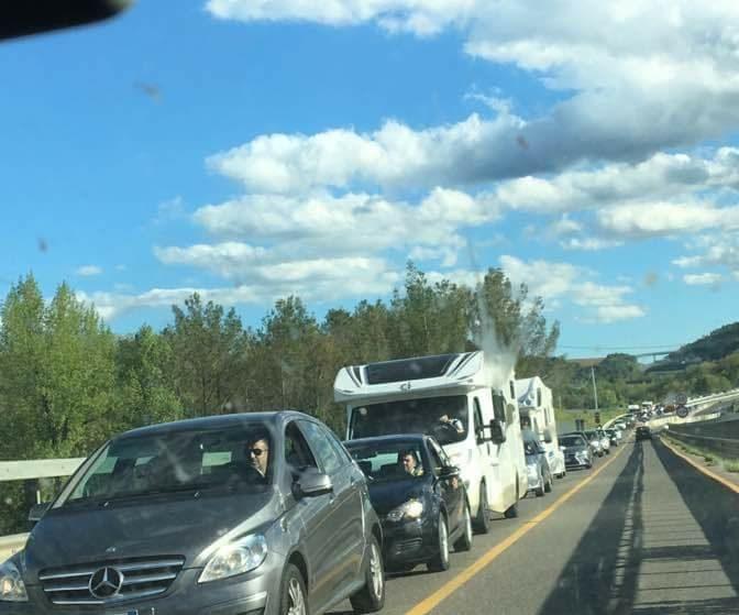 Caos traffico e lunghe file al rientro dalla Pasqua