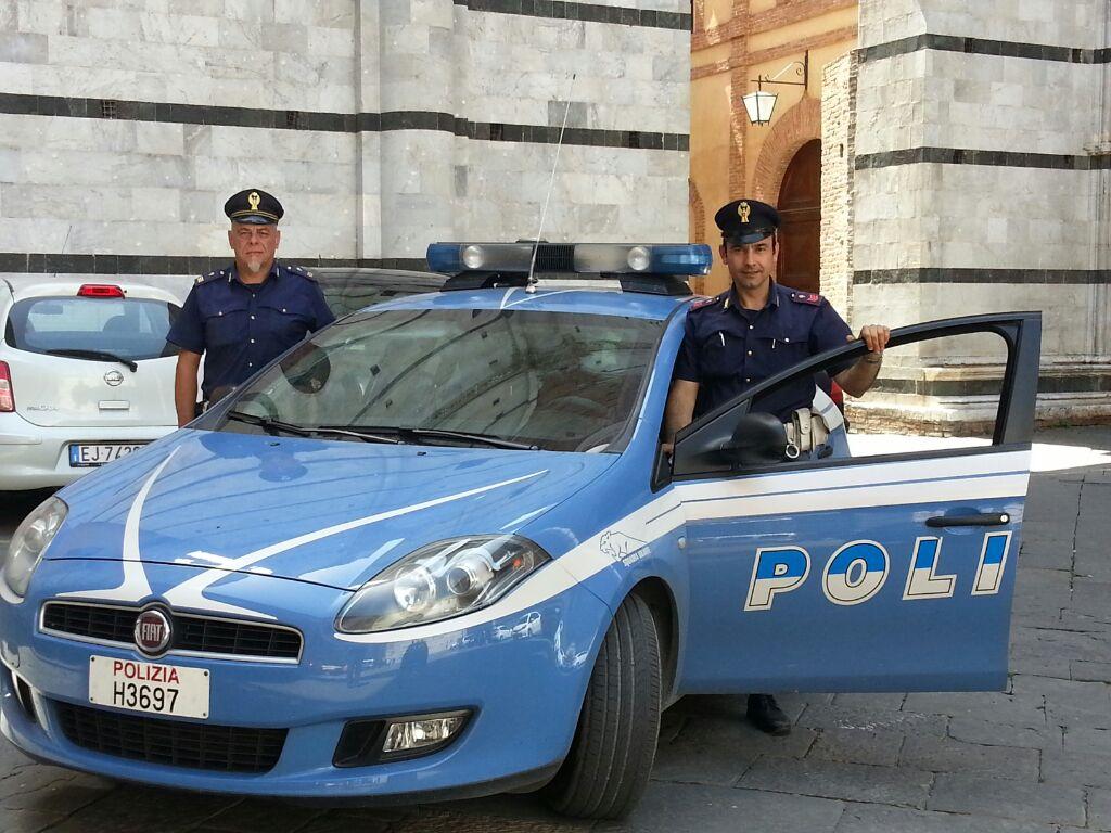 Venditori ambulanti pregiudicati molestano i passanti: fermati dai Poliziotti di Quartiere