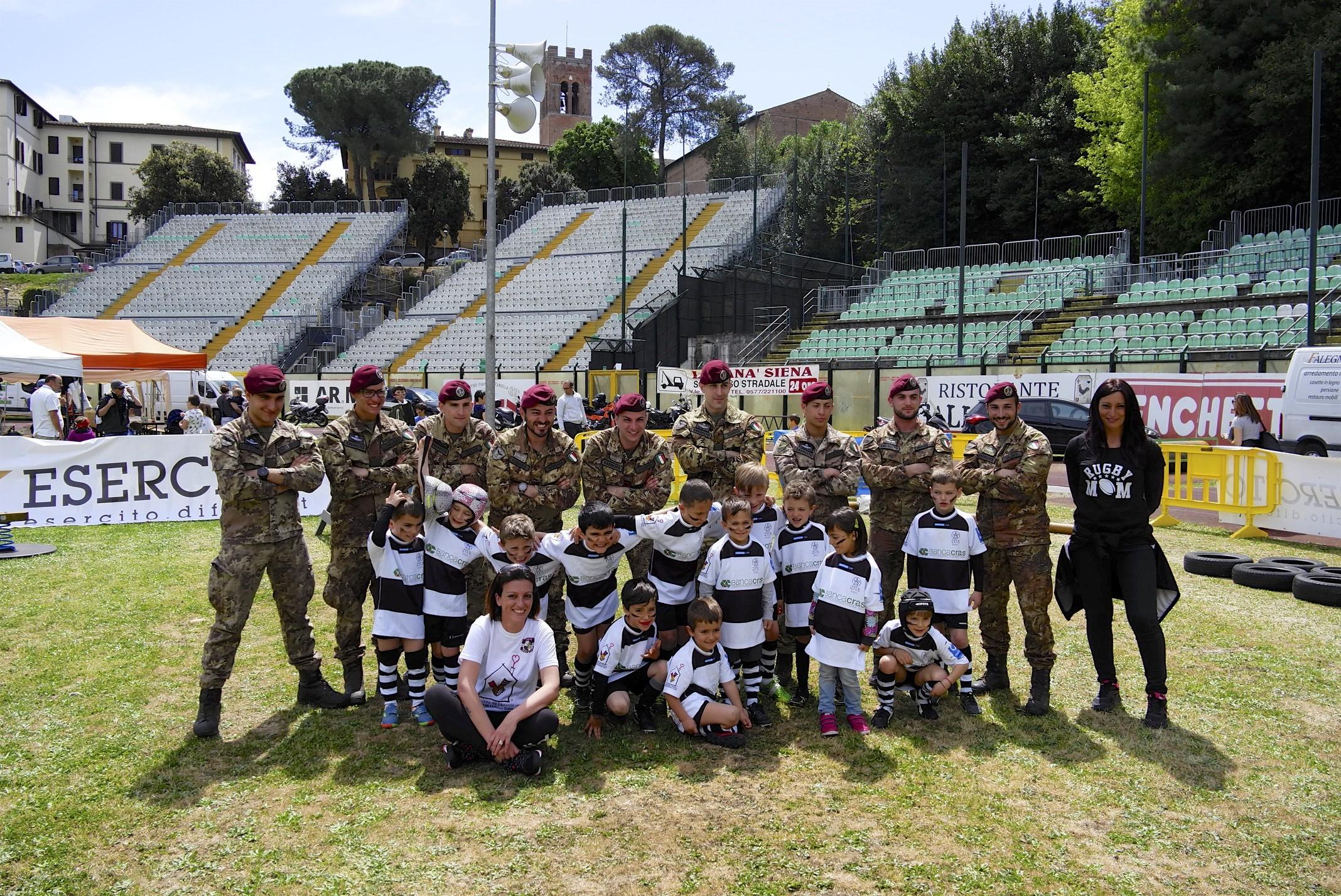 I bambini del Cus Rugby si allenano con i Parà del 186°