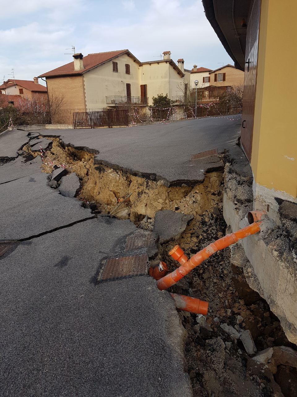 Frana strada a Montalcino