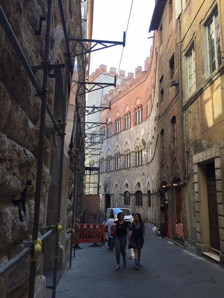 Via le impalcature dal Palazzo delle Papesse: quasi quattro anni di lavori. E ora?