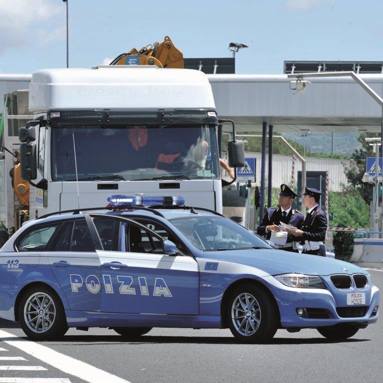 Guida con il telefonino, giro di vite della Polizia