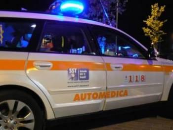 Si ribalta auto medica del 118: illesi conducente e medico
