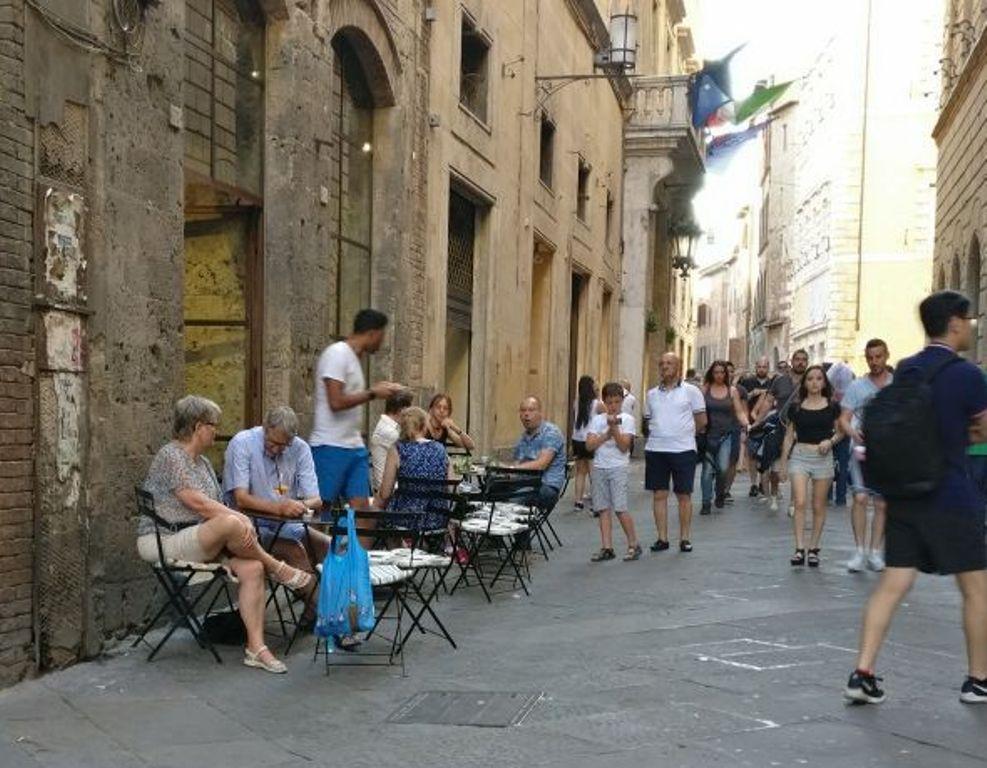 Siena si riversa per le strade con Toscana Arcobaleno d'Estate
