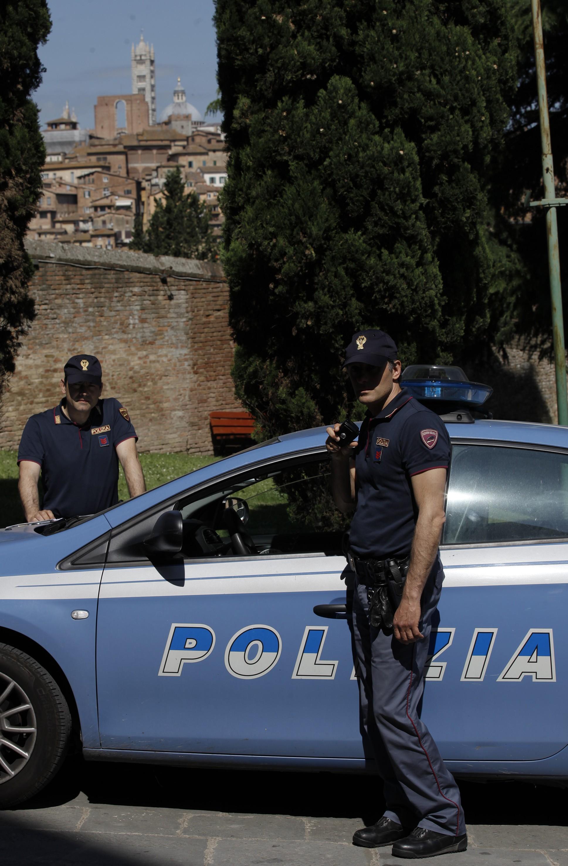 Spacciatore albanese accompagnato alla frontiera
