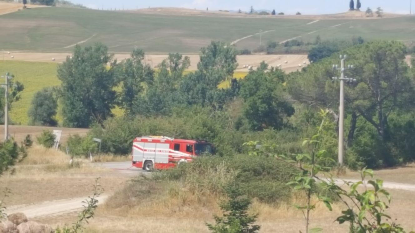 In fiamme campi a Suvignano
