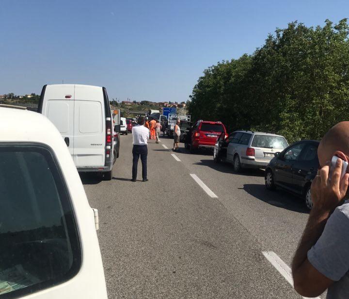Incidente in tangenziale, traffico bloccato