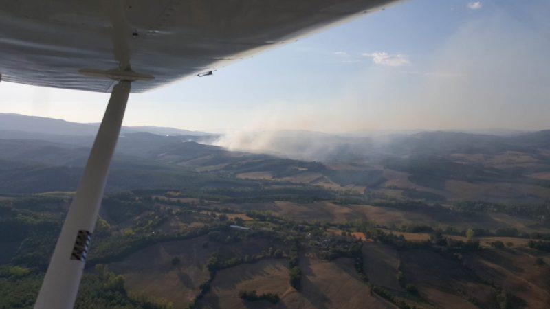 Allarme incendi: roghi in provincia di Siena – LE IMMAGINI