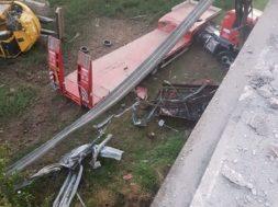 camion giù dal viadotto