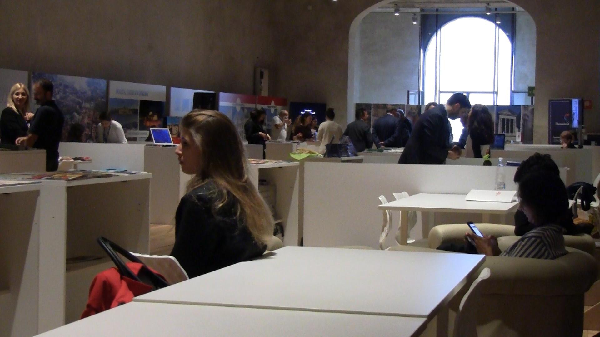 Il World Tourism Event fa flop: pochissimi visitatori e il comitato critica gli organizzatori locali – L'INTERVISTA