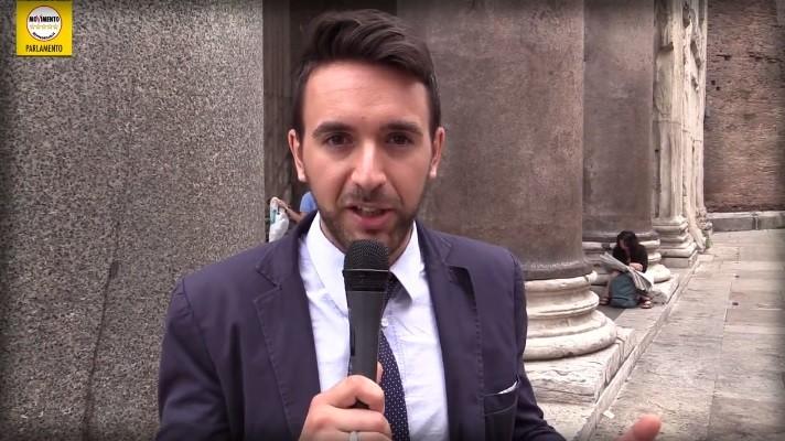 Attaccò il Palio di Siena: Bernini (M5S) condannato per non aver pagato il portaborse