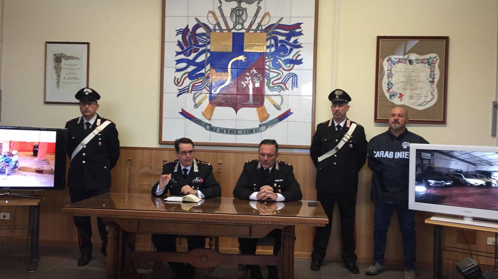 Furto d'olio a San Gimignano, ladri arrestati dopo un inseguimento a Staggia