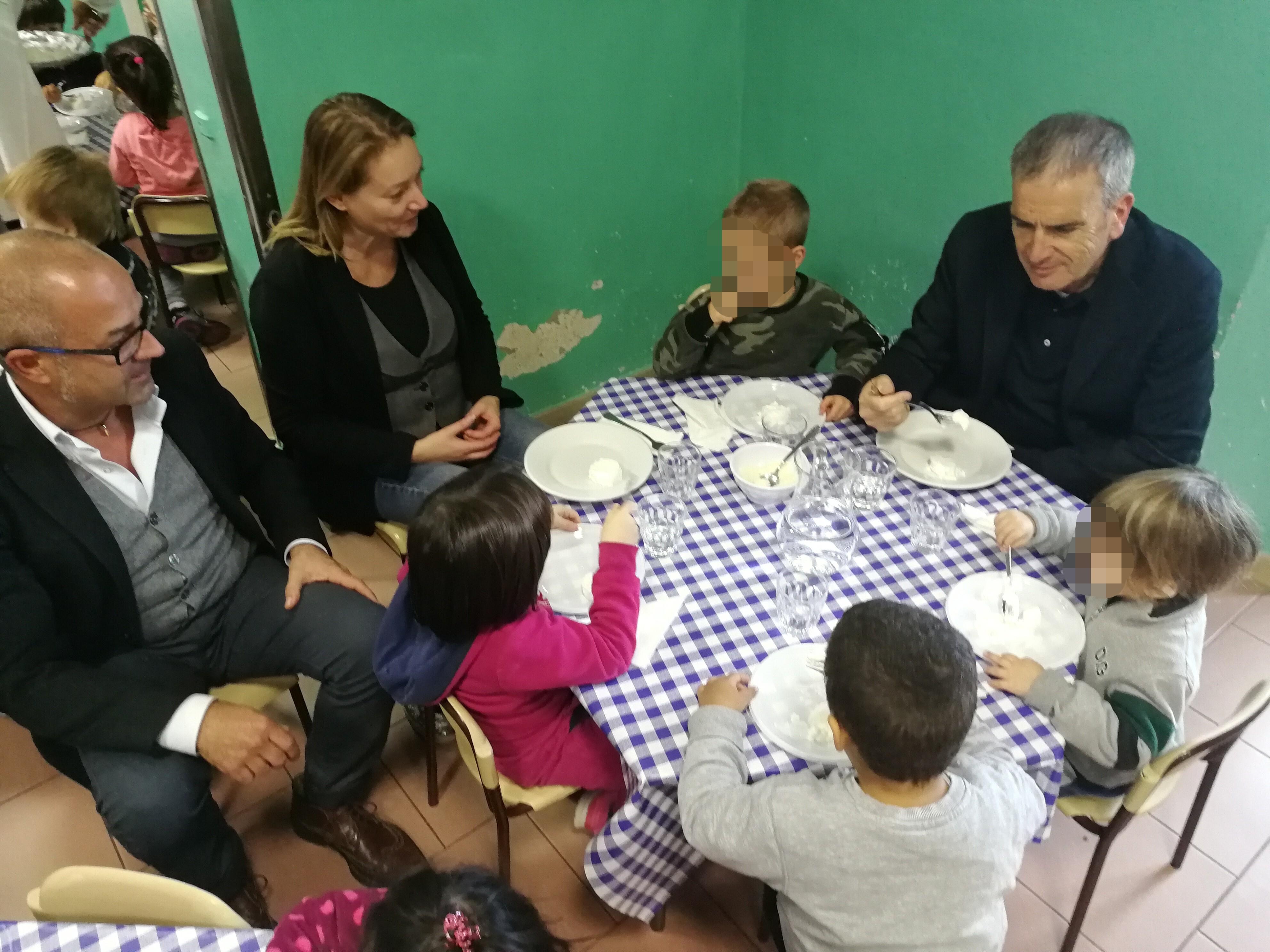 Valentini, Tarquini e Porcellotti a pranzo alla mensa dell'asilo monumento
