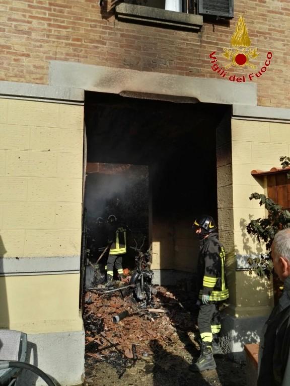 Incendio in Valli, a fuoco abitazione