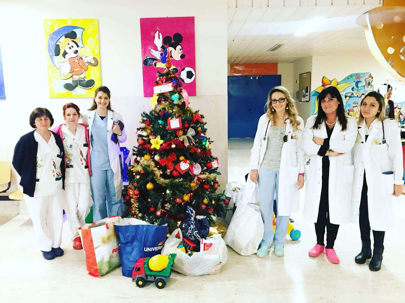Gruppo Piccoli della Pantera, visita natalizia a sorpresa con i regali in Pediatria