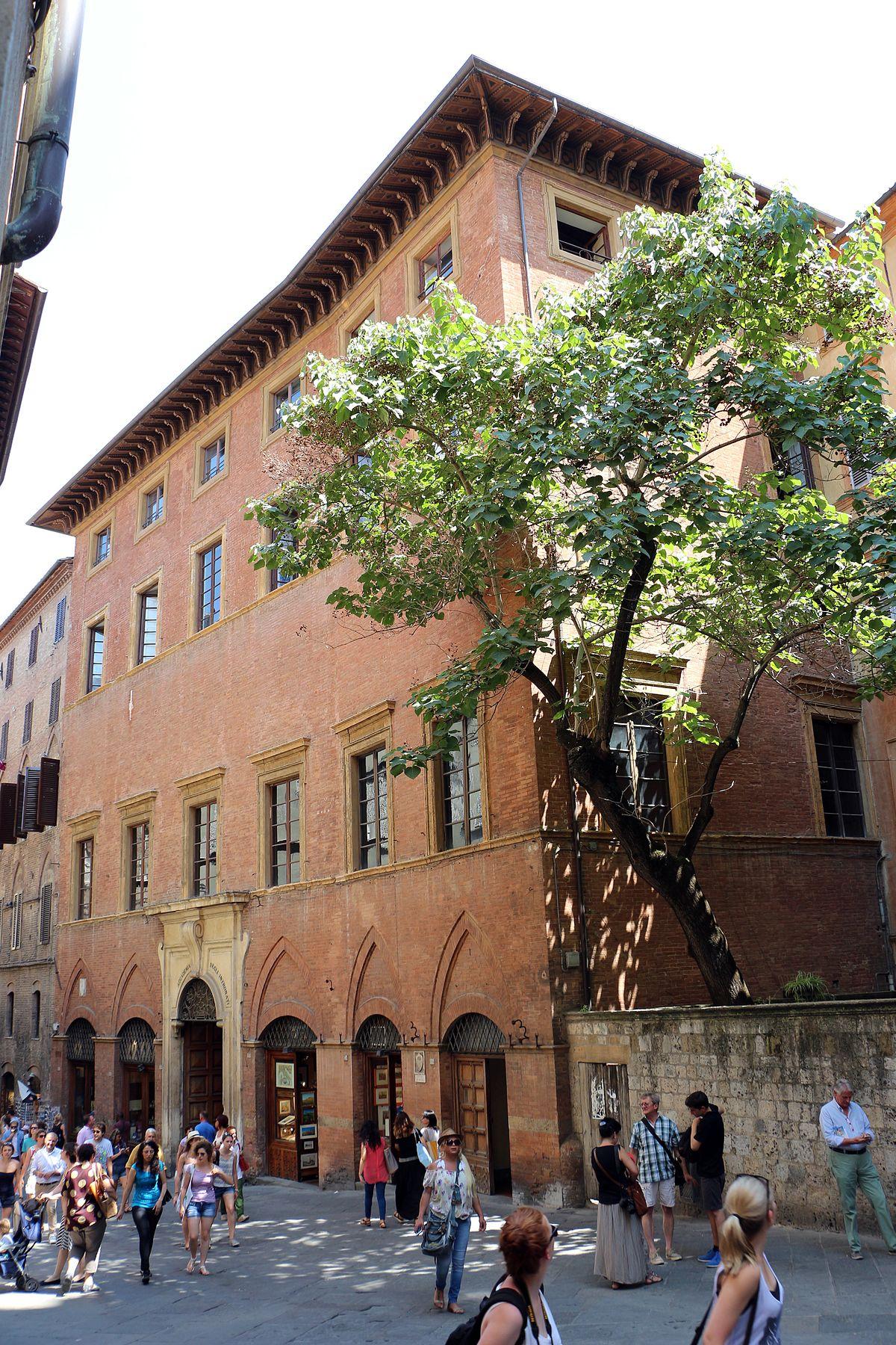 A Palazzo Patrizi le opere d'arte dei dipendenti comunali