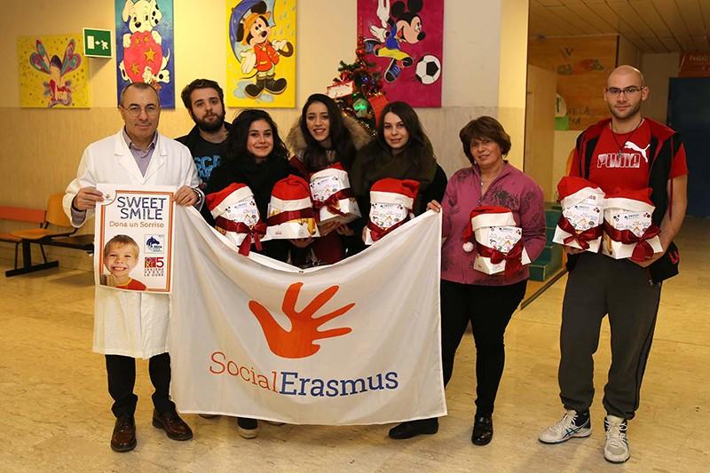 Studenti Erasmus, raccolta fondi e panettoni per i bimbi di pediatria
