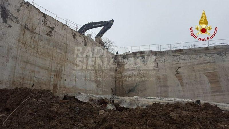 Oggi l'autopsia dell'operaio morto in cava a Rapolano. Area sotto sequestro, scattati tre avvisi di garanzia