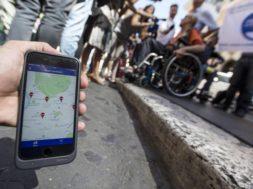 Disabili costretti a slalom strade,un'App contro le barriere